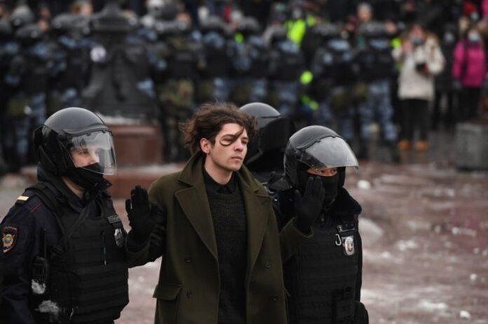 Manifestants protestant contre la condamnation de Nalvalny arrêtés